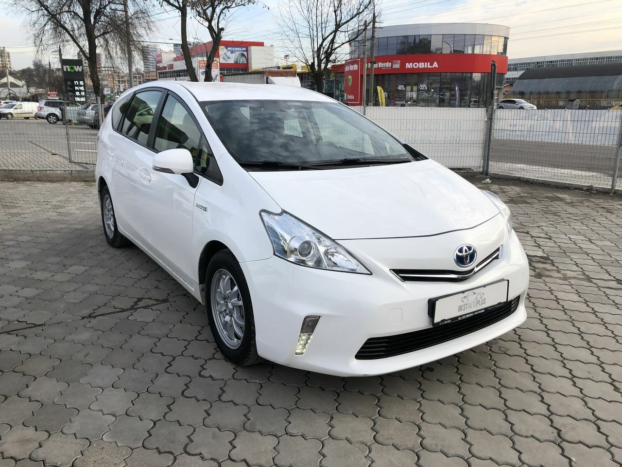"<span style=""font-weight: 700;"">Toyota prius +</span>"