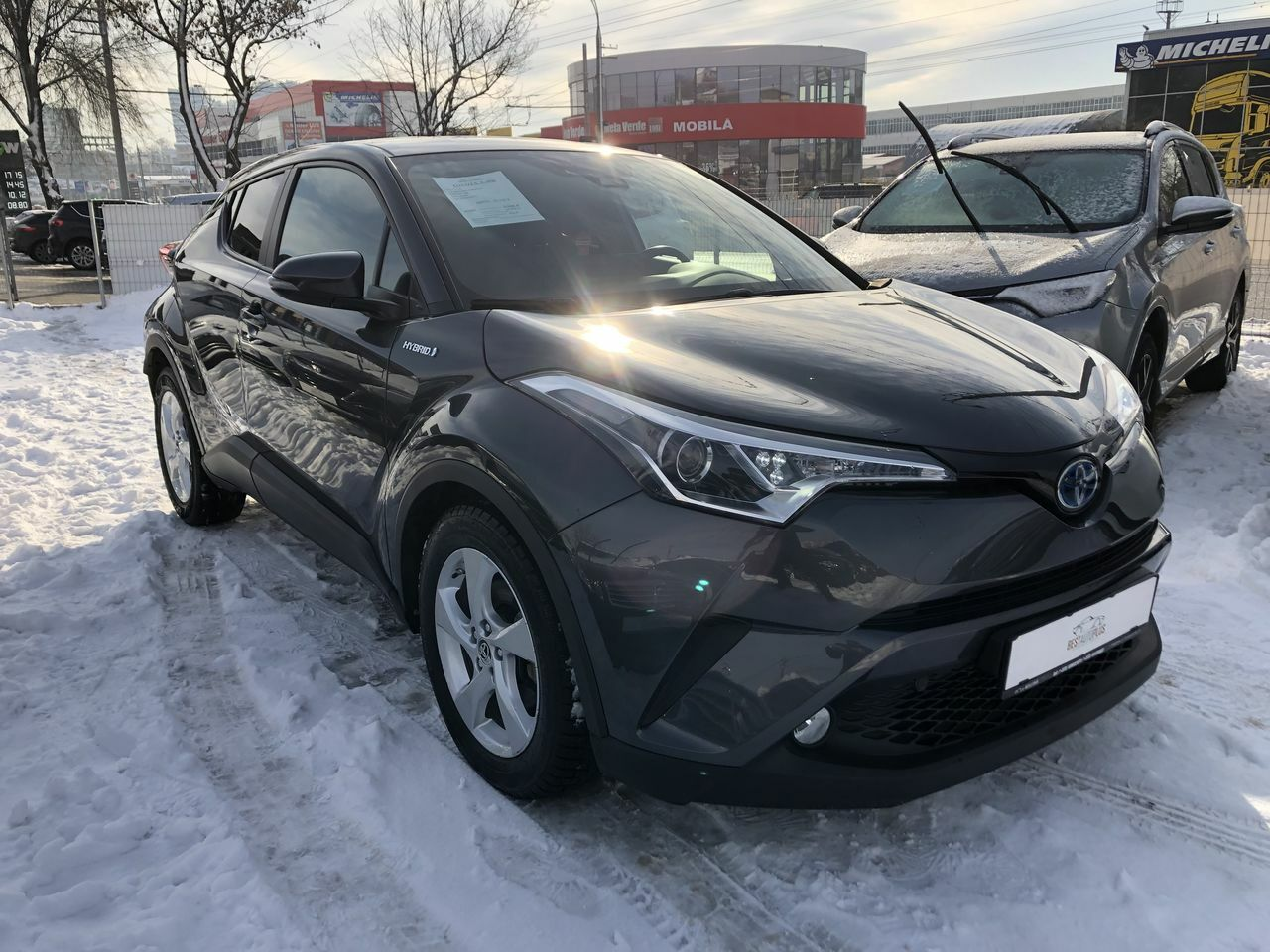 "<span style=""font-weight: 700;"">Toyota c-hr</span>"
